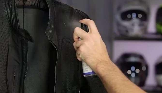 come pulire giacca di pelle
