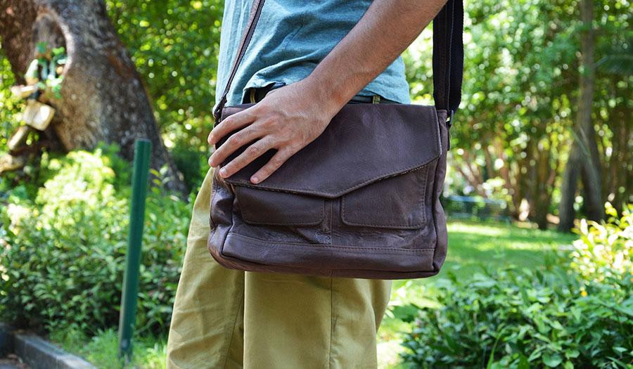 Borse A Tracolla Per Uomo : Come indossare una borsa da uomo altieri confezioni